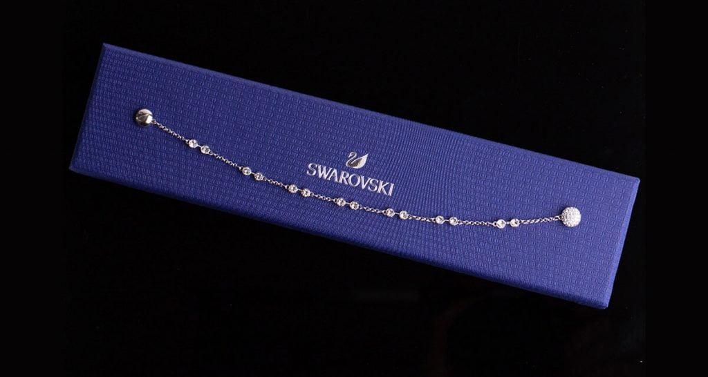 Csillogó nyaklánc a Swarovski márkától