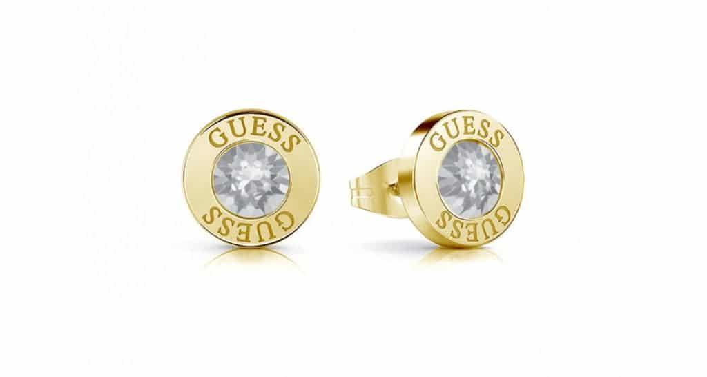 A Guess ékszer portfóliójában ezt a magával ragadó arany fülbevalót is rejti