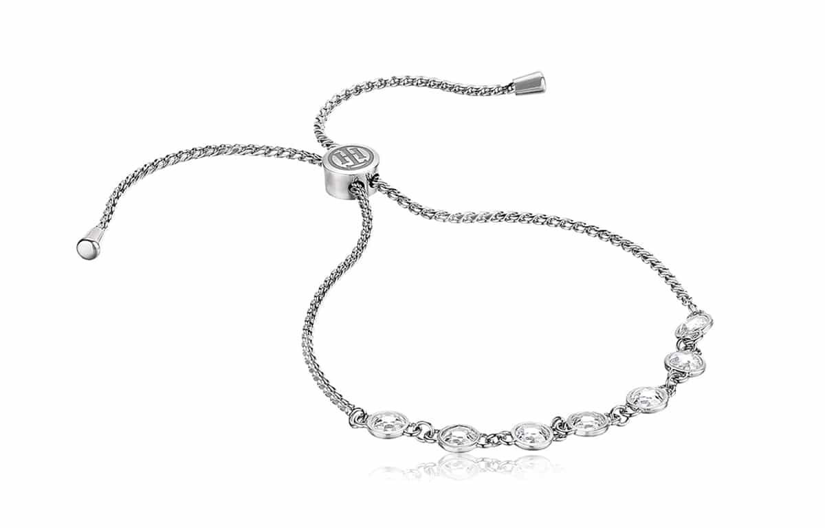 Az ezüst karkötő régóta népszerűek a hölgyek körében, főleg elegáns megjelenésének köszönhetően.