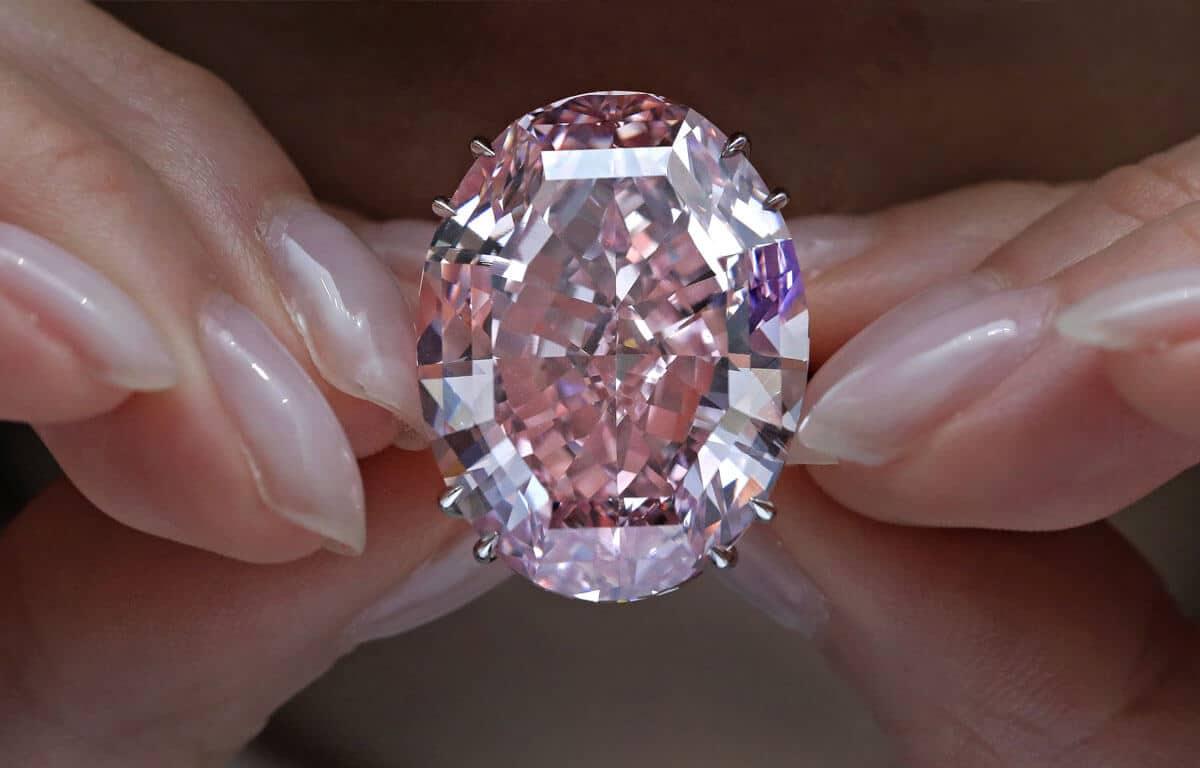 Az élénk rózsaszínű The Pink Star gyémántot a világ legdrágább ékszerei közé soroljuk