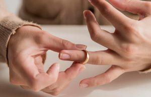 Tanácsokat adunk az ideális gyűrűméret megtalálásában