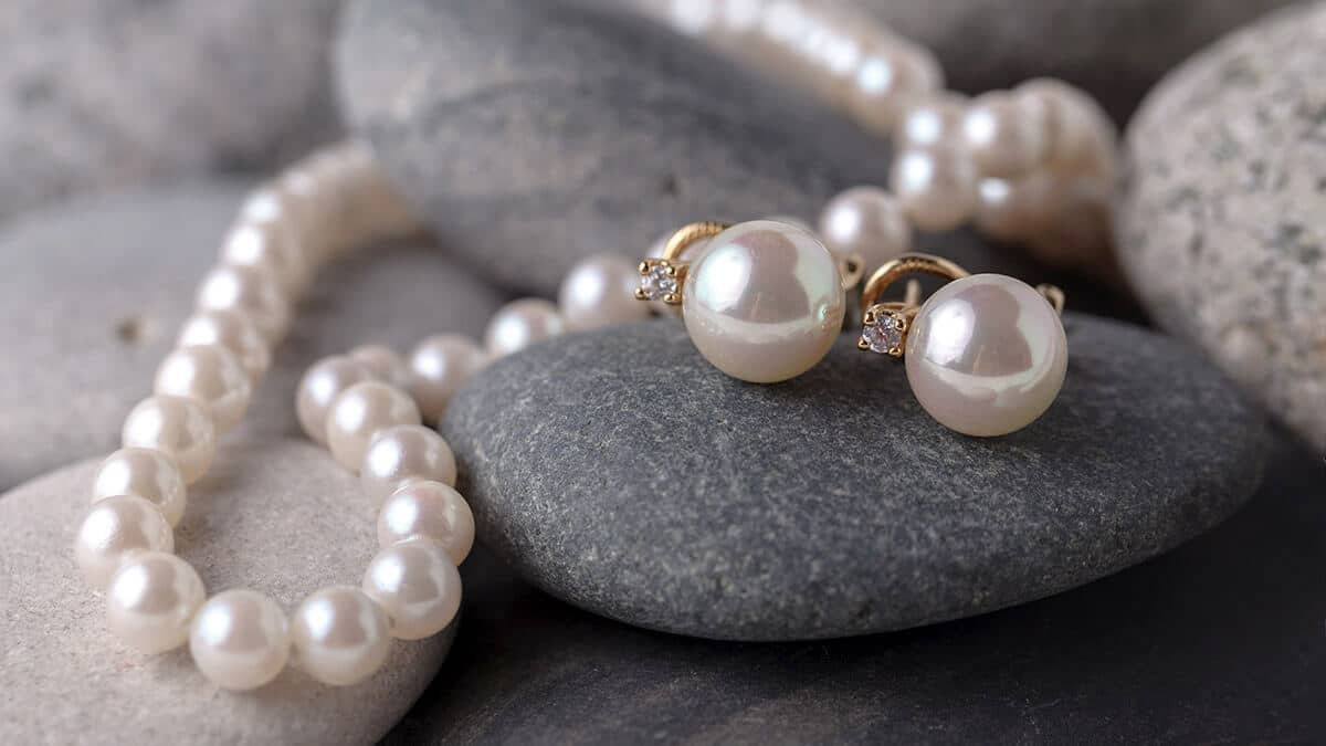 A gyöngy egyedülálló drágakő, amelyet ősidők óta használnak az ékszerészetben
