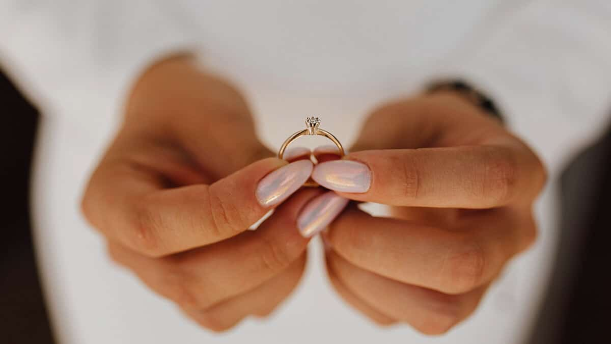 Eljegyzési gyűrű fehér aranyból